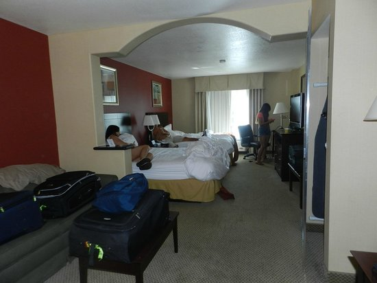 Holiday Inn Express Hotel & Suites Hollywood Hotel Walk of Fame : cuarto family suite