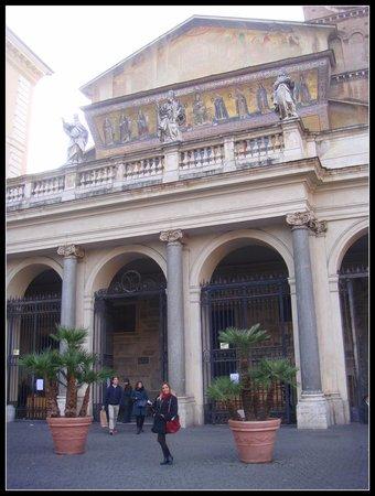 Santa Maria in Trastevere: Fachada principal da Basílica