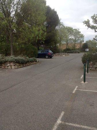 Ibis Budget Cannes Mouans Sartoux : Parking hôtel