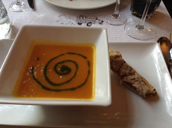 Le Bouchon du vaugueux : carrot and pear soup