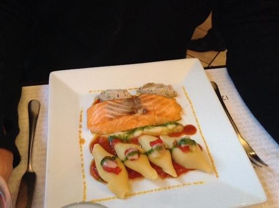Le Bouchon du vaugueux : Salmon - delicious.