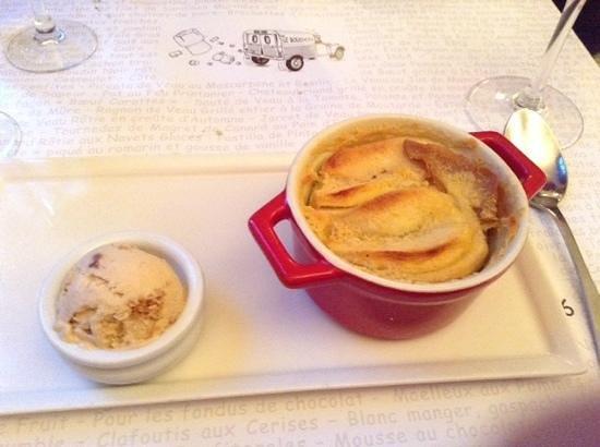 Le Bouchon du vaugueux : Apple clafoutis with gingerbread icecream