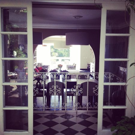 Casa Mosquito: Comedor y recepción desde el patio interior