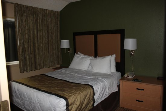 Extended Stay America - Miami - Airport - Miami Springs : Dormitorio separado.