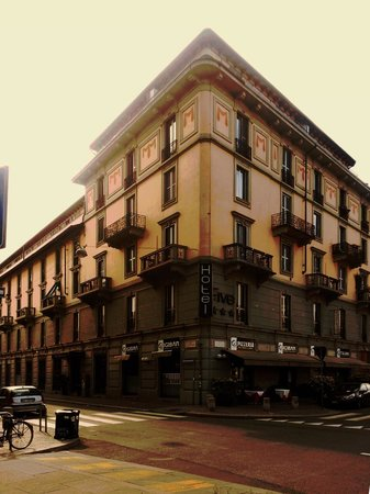 Hotel Five: La facciata vista da Corso Lodi