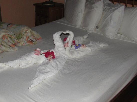 The Resort at Palmetto Bay: bed decorated