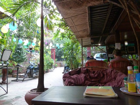 Happy Guest House : Part view of the outside area
