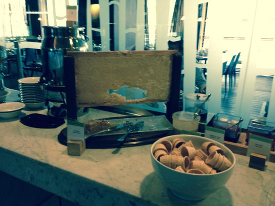 DoubleTree by Hilton Istanbul - Old Town: the honeycomb at the breakfast buffet