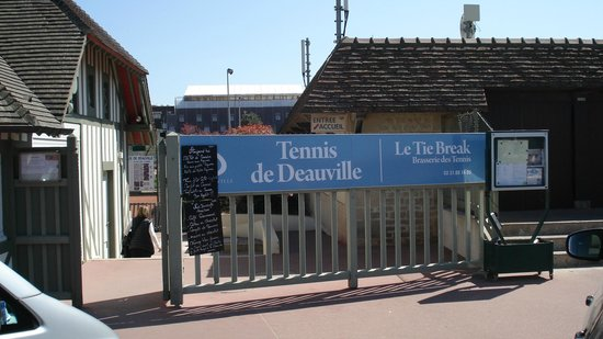 Le Tie Break : entree des tennis de deauville et du tie break