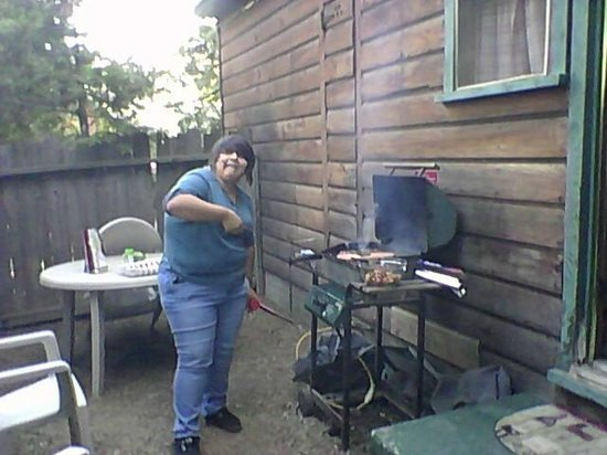 Arrowhead Pine Rose Cabins: bbq