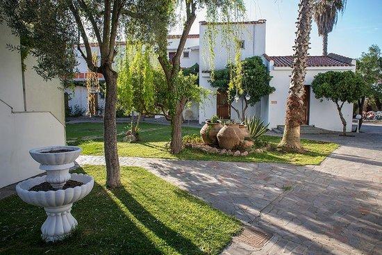 Malemi Organic Hotel: Vy från innergården på hotellet