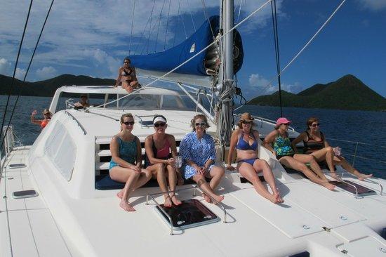 Singing Dog Sailing Day Tours : Sailing in Paradise