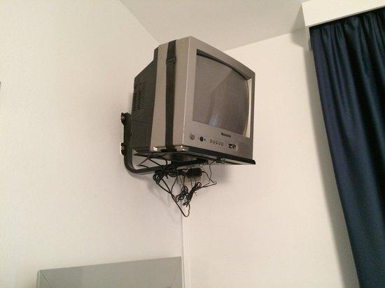 Club Hotel: Tv anni 90 non funzionante