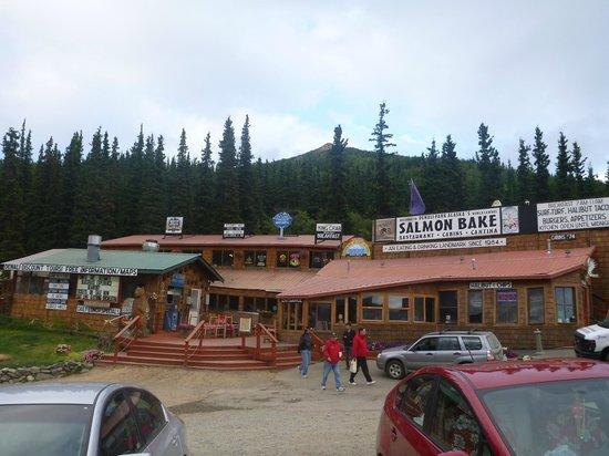 Denali Park Salmon Bake: 店の外装
