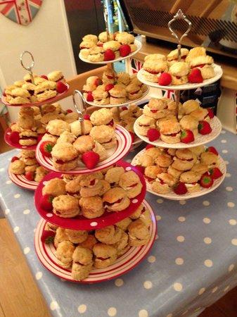 The Great British Tea Shop: Cream tea party