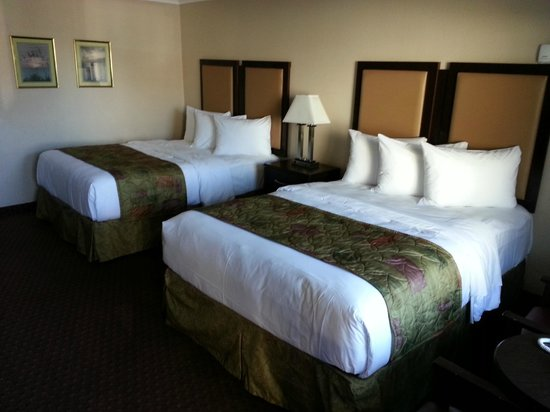 Pacific Shores Inn: Two Queen Beds
