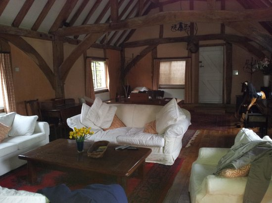 The Barn at the Old Cottage: Spacious main room