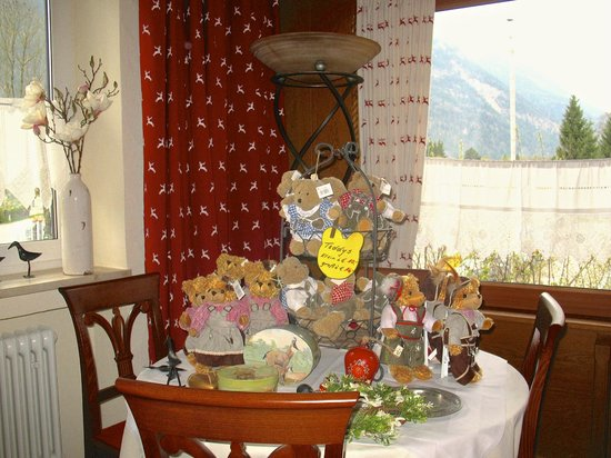 Hotel Forsthaus: Souvenir Table
