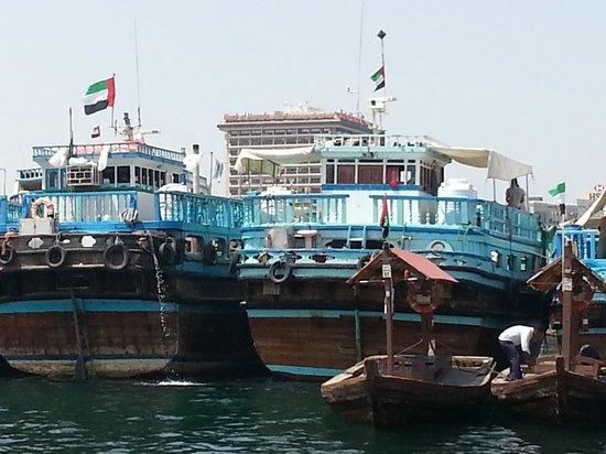Dubai Creek : Trading vessels