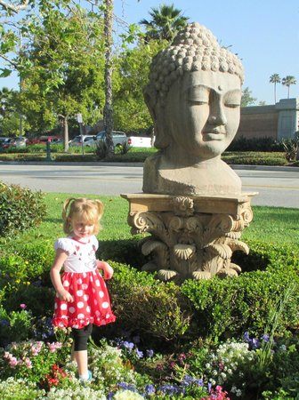Quality Inn & Suites - Anaheim Resort: My 3 year old with the Hotel Statue :)
