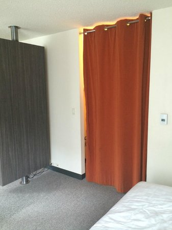 Parker New York: Bedroom closet had drawstring door.  Looked cheap not stylish.