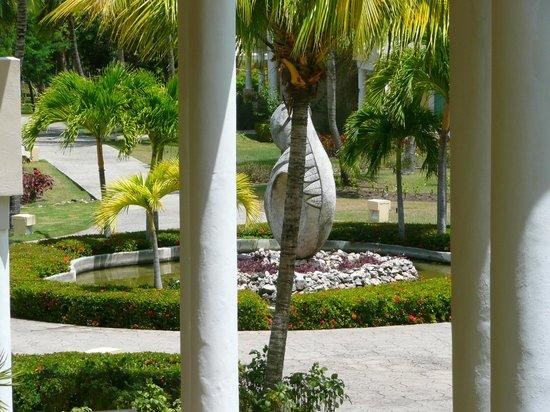 """Paradisus Rio de Oro Resort & Spa: """"Our"""" Statue."""