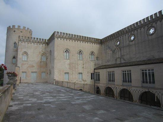 Hotel Novecento: Donnafugatta Castle