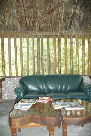 Orchid Garden Eco-Village Belize : Reception/ Living room area with bamboo on windows
