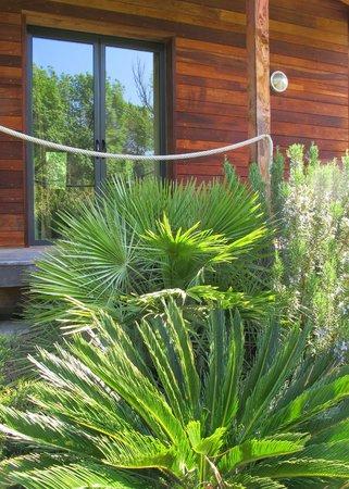 Le Verger Maelvi: Chambre au milieu du jardin