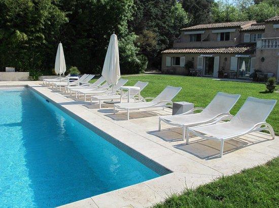 Le Verger Maelvi: La piscine