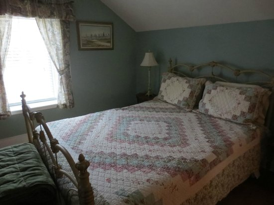 Holly Cottage Bed and Breakfast: Our Room