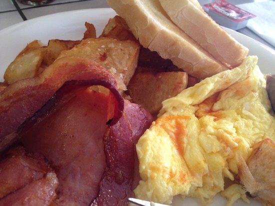 Penny Ann's Cafe: Tabasco on the eggs, YEP!