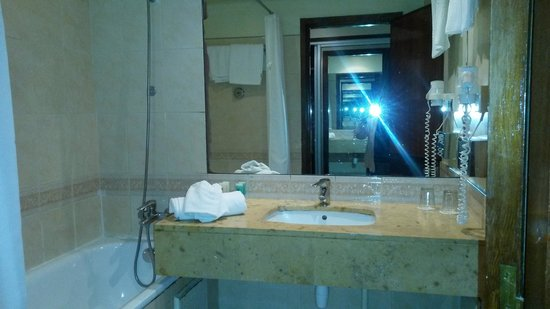Atlas Les Almohades Casablanca: Bathroom
