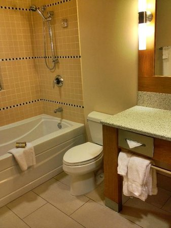 Cedarbrook Lodge Bathroom