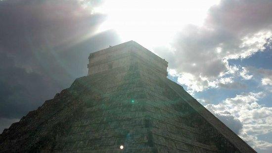 Sandos Cancun Lifestyle Resort: El Castillo @ Chichen Itza the day before the Spring Equinoxx