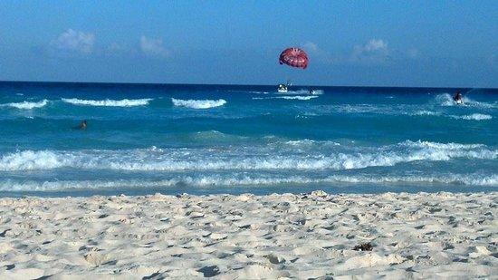 Sandos Cancun Lifestyle Resort: A day at the beach ...
