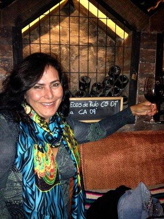 Aquí está Coco: Em meio aos vinhos na Adega do restaurante