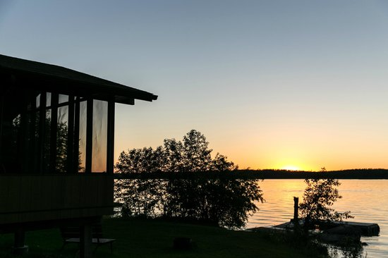 Barrier Bay Resort : Sunset at Kingfisher Cove