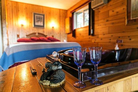 Barrier Bay Resort : Cozy Up in the Queen Chickadee Haven