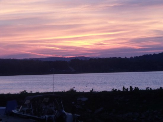 Batman's Cottages & Campground: One of many beautiful sunsets from the beach!!