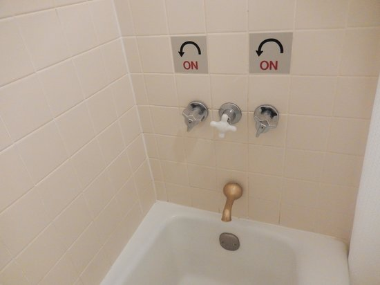 The Biltmore Greensboro: Directions on how to use the bath tub