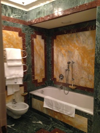 The Westin Excelsior, Rome: bathroom room 105