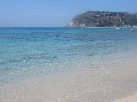 Hotel Scoglio della Galea: la spiaggia sotto il villaggio