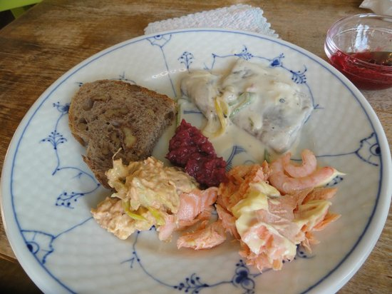Baklandet Skydsstation : Herring, Salmon-Trout, Shrimp with homemade bread
