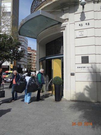 Sercotel Amister Art Hotel: puerta del hotel
