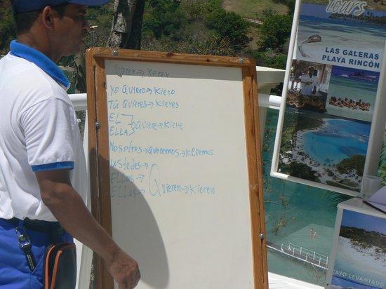 Grand Bahia Principe Cayacoa : Spanish lessons poolside with Luiz