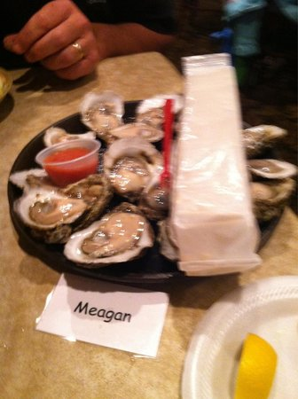 Hunt's Seafood Restaurant & Oyster Bar : Jumbo oysters compared to what we had in Panama City beach!
