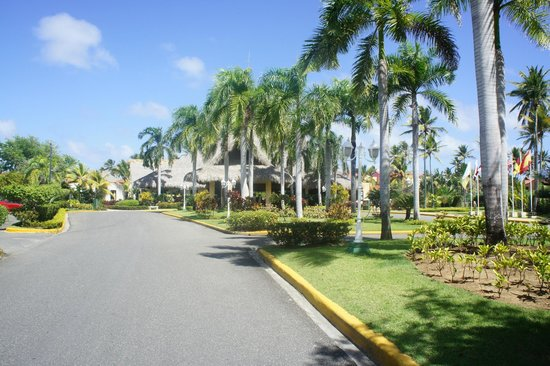 Punta Cana Princess All Suites Resort & Spa: As you drive up to the Resort
