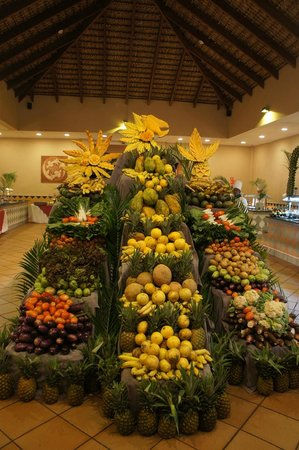 Punta Cana Princess All Suites Resort & Spa: Amazing display in the buffet