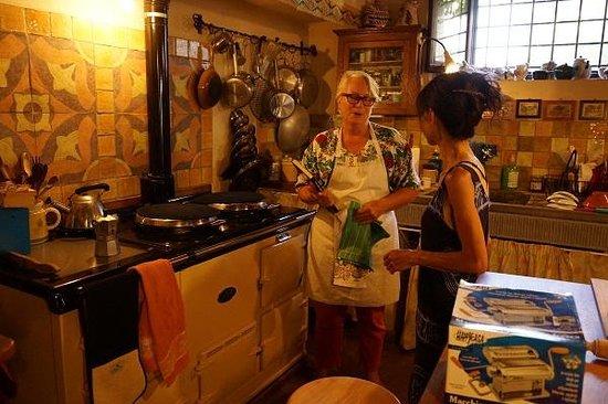 B&B Le Due Volpi: 料理上手のマダムの素敵なキッチンで料理を教えていただきました